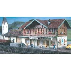 NIKLAUS STATION   POLA N SCALE MODEL TRAIN BUILDINGS 200 Toys & Games