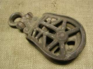 Vintage Cast Iron Pulley > Farm Wheel Antique Old Tools Implement