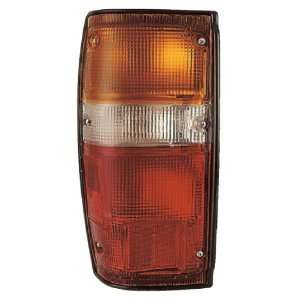 TOYOTA PICK UP 2/4WD RIGHT TAIL LIGHT 84 88 NEW