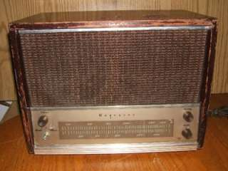 Vintage Magnavox AM12 Table Top AM Tube Radio