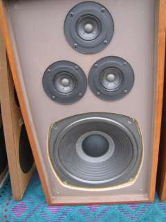 REALISTIC NOVA 8B FLOOR STANDING SPEAKERS