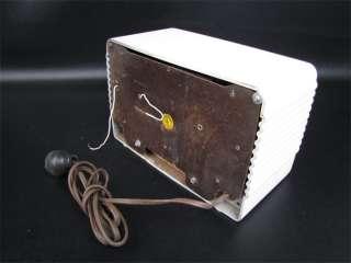 1946 Howard Table Top Radio Model 901A Ivory Bakelite